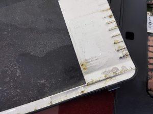 汚れてしまっているノートパソコン
