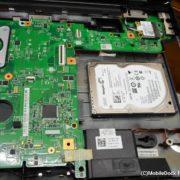 一体型PCのHDDを取り外した様子