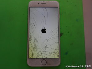 画面が割れて液晶が黄ばんでいるiPhone