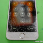 画面が酷く割れたiPhone