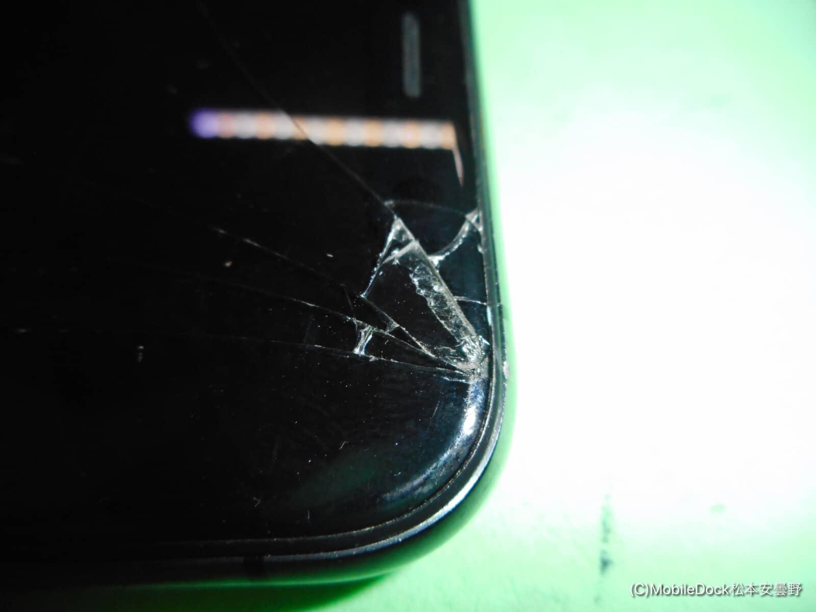 画面の隅が割れてしまったiPhoneX